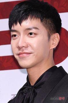Lee Seung Gi, Lee Jong Suk, Korean Men, Korean Actors, The King 2 Hearts, Oh Yeon Seo, Korean Drama Series, Lee Sung, Kdrama Actors