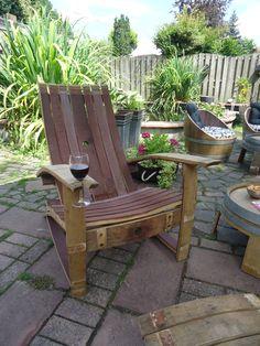 Een oud wijnvat in duigen waar dan deze fantastische relaxstoel van wordt gemaakt! Onze trots!