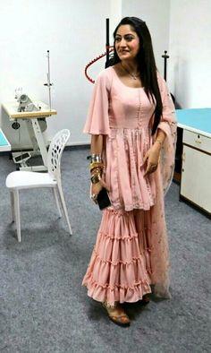 Are these sharara pants? Are these sharara pants? Party Wear Indian Dresses, Designer Party Wear Dresses, Indian Gowns Dresses, Indian Fashion Dresses, Dress Indian Style, Indian Designer Outfits, Indian Outfits, Western Outfits, Indian Wear