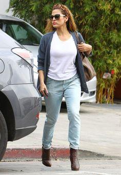 Eva Mendes - Eva Mendes Runs Errands With Her Dog