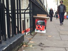 Hello I'm Henri, I going to the bin, would you help me ? //London /Furik VIGNAUD/