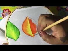 Pintura en tela en este vídeo te enseño a pintar una hermosa hoja.utilizando… #pinturaentela