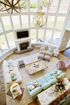 Extravagant Décor Of Living Room With Classy Furnishings