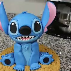 cake decorating videos Stitch Cake for your kid's brithday party Lilo And Stitch Cake, Lilo Et Stitch, Disney Stitch, Cake Decorating Videos, Cake Decorating Techniques, Beautiful Cakes, Amazing Cakes, Fondant Cakes, Cupcake Cakes