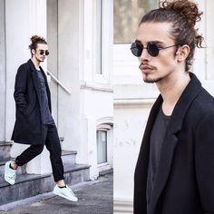 Our Curly Hair Crush: Giaro Giarratana Beautiful Boys, Beautiful People, Men's Street Style Photography, Love Fashion, Mens Fashion, Business Mode, Man Bun, Men Street, Kind Mode