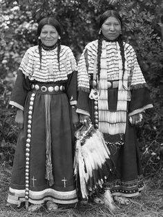 Theresa Scalp Cane, Bessie Standing Elk - Northern Cheyenne - 1909
