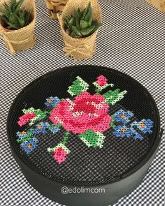 Paper Embroidery, Silk Ribbon Embroidery, Embroidery Designs, Cross Stitching, Cross Stitch Embroidery, Cross Stitch Patterns, Broderie Bargello, Cross Stitch Rose, Needlepoint Patterns
