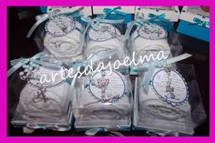 10 caixinhas MDF com mini terço  10 bolinhos de toalhinha  20 ímãs de geladeira R$ 170,00