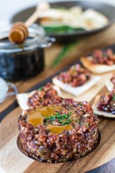 Salchichon tartar served on Churchill Wood collection ,photos courtesy of Loleta. Malaga, Steak Tartare, No Cook Appetizers, Snack Recipes, Cooking Recipes, Food Decoration, Appetisers, Rind, Sauce