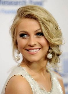 Julianne Hough – Pretty and Playful. This sweet style is sure to be a fan favorite. The look is utterly romantic, yet stylish enough to make you a sure showstopper! Wedding Hairstyles, Celebrity Hairstyles