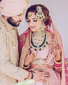 If you're still deciding whether you want to be a jhoomar bride or not, one look at this post and we're sure it'll help! Passas or jhoomers can really help make a bridal look BRIDAL, and we love how m. Indian Wedding Bride, Indian Bridal Wear, Pakistani Bridal Dresses, Bridal Lehenga, Indian Weddings, Sikh Bride, Punjabi Bride, Punjabi Wedding, Indian Wear