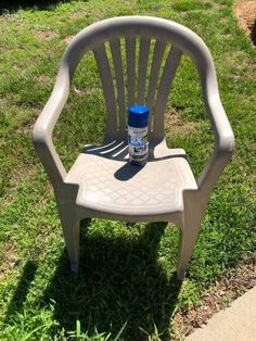 Has your outdoor furniture seen better days? Check out this easy DIY face lift idea and learn how to paint your old dirty plastic chairs to give them new life. Patio Furniture Makeover, Chair Makeover, Painting Tile Floors, Painting Pots, Upcycled Furniture, Outdoor Furniture, Industrial Bookshelf, Lawn Chairs, Weathered Wood