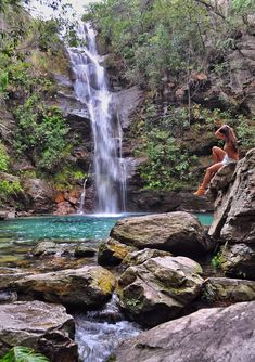 Pose para foto na Cachoeira Santa Bárbara, Chapada dos Veadeiros