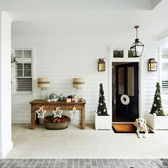 Christmas is not just red and white, we are loving how interior designer Lynda Kerry added a little Aussie coastal twist to her Christmas decor in her Sydney Harbourfront home.  Image source: Home to Love Photos: John Paul Urizar Styling: Kate Nixon  #hamptonshomeau #dreamhome #dreamkitchen #interiordesign #homedecor #homeinspo #hamptonsstyle #furniture #styling #interiordesign #homedecor #hamptonsdecor #blueandwhite #coastal #coastalstyling #picoftheday #inspiration #stonecladding…