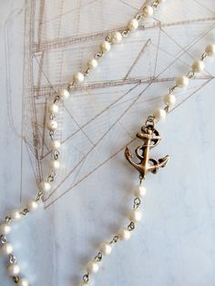 vintage look anchor pearl necklace Jewelry Crafts, Jewelry Box, Jewelery, Jewelry Accessories, Jewelry Making, Gold Jewelry, Jewelry Rings, Pearl Necklace Vintage, Vintage Pearls