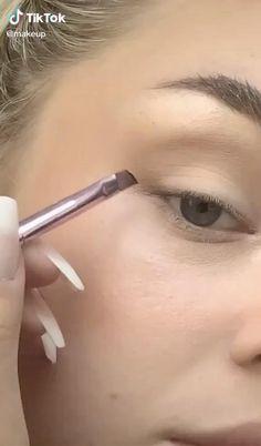 Smoke Eye Makeup, Eye Makeup Art, Dark Makeup, Korean Eye Makeup, Blue Eye Makeup, Contour Makeup, Kiss Makeup, Eyeshadow Makeup, Eyeliner