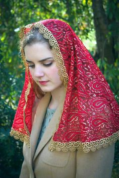 Lace Veils, Catholic Veil, Costumes Around The World, Chapel Veil, Dress Attire, Muslim Girls, Our Lady, Cool Costumes, Veils