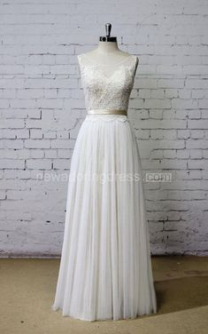 Scoop Neck Sleeveless Long A-Line Tulle Wedding Dress With Champagne Underlay