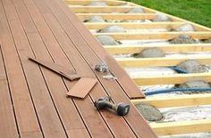 Une toile de paillage sous votre terrasse en bois - Blog de jardinage