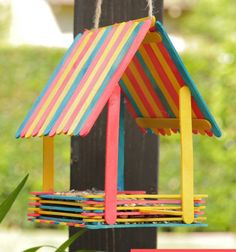 Diy summer crafts for kids bird feeders 15 ideas for 2019 Homemade Bird Houses, Homemade Bird Feeders, Bird Houses Diy, Diy Bird Feeder, Popsicle Stick Crafts, Popsicle Sticks, Craft Stick Crafts, Resin Crafts, Craft Sticks
