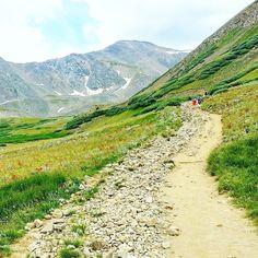 """Of all the paths you take in life make sure a few of them are dirt."" -- John Muir  #grayspeak #graysandtorreys #torreyspeak #14er #mountains #vuoret #fourteener #colorado #visitcolorado #coloradolive #cometolife #hiking #patikointi #vaellus #outdoors #retkeily #retki #adventure #elämääulkona #trailchat #BPmag #backpacker #travel #matka #reissu #nordicnomads (via Instagram)"