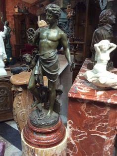 Bronzen beeld ;jongeling .te koop bij Medussa Heist op den berg