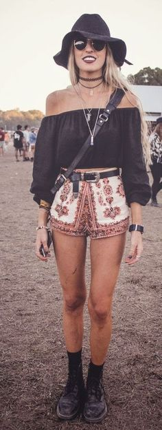 These shorts are so pretty and the layerd necklaces adding the perfect touch