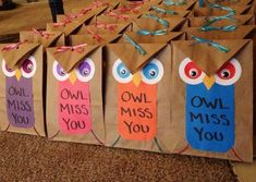 Made these owl gift bags (fill them with little toys and mini play dough) for my sons primary class as going away gifts when we moved.Also good for teacher appreciation gift. End Of Year Party, End Of School Year, Student Gifts End Of Year, Student Gift From Teacher, Diy School, School Craft, School Teacher, School Ideas, Owl Teacher Gifts