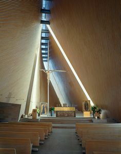 Located on a reclaimed urban site in Santa Fe; the Josemaría Escrivá Church and Community Center is built around the relationship between architecture and li...