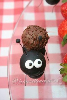 Picnic sem formiga não existe!  Festa Picnic. Feita com biscuit e bola de isopor.
