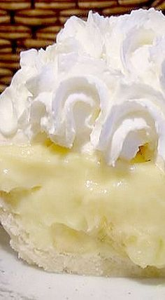 Old-Fashioned Banana Cream Before Cool Whip and instant pudding, this was how a cream pie was made. If you leave out the bananas, you have vanilla cream pie. If you add 1 cup shredded coconut to milk as it's being heated, you have coconut cream pie. Instant Pudding, Doce Banana, Just Desserts, Dessert Recipes, Pudding Recipes, Cookie Recipes, Cream Pie Recipes, Eat This, Banoffee Pie