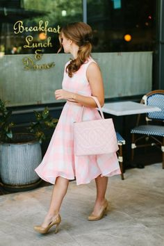 chanel and croissants (a lonestar state of southern) Pink Gingham, Gingham Dress, Pink Outfits, Preppy Outfits, Vichy Rose, Look Fashion, Womens Fashion, Fashion Tips, Fashion Styles
