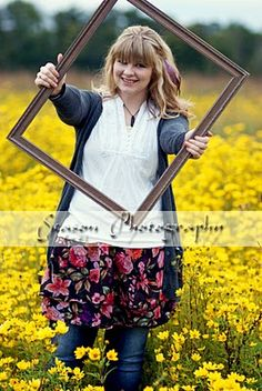 Senior picture, girl pose, picture frame