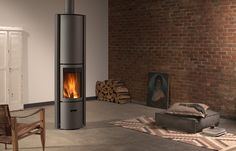 Stuv 30 compact H The Stûv H can be fitted with an accumulator unit which stores part of the heat produced by the combustion of wood. Kit Barbecue, Bronze Shower Head, Compact, Stove Installation, Small Tiles, Solid Doors, Stove Fireplace, Closed Doors, Foyer