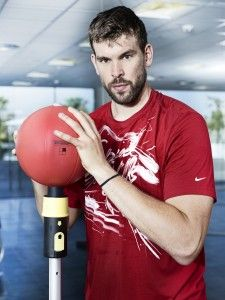 Marc Gasol, NBA star and leader of Spain's Basketball team, trains with Arke to complement his cardio exercises.#itrainwithtechnogym