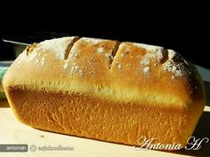 Paine Alba in Tava(white bread in tray) Cooking Bread, Cinnabon, Romanian Food, Just Bake, White Bread, Hot Dog Buns, Bread Recipes, Deserts, Gluten