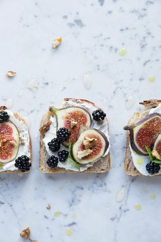 toast with figs and blackberries - tasty, easy to make AND healthy! what could be better?