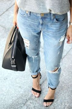 Cute and chic ways to wear boyfriend jeans. Styling your boyfriend jeans can be tough, so this guide shows you what to wear with boyfriend jeans! Outfit Jeans, Boyfriend Jeans Outfit Summer, Jeans Boyfriend, Heels Outfits, Girlfriend Jeans, Summer Jeans, Jean Outfits, Fashion Outfits, Outfits