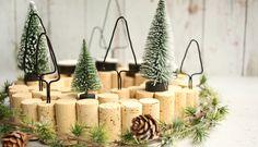 Do it yourself: Adventskranz mit Korken selbst basteln : Couronne de liège de liège Christmas Swags, Holiday Wreaths, White Christmas, Christmas Time, Christmas Crafts, Christmas Decorations, Xmas, Diy Crafts To Do, Advent Wreath