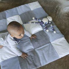 baby padded playmat  light blue  light grey  white  von Lowieke