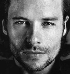 Guy Pearce a really great actor, love his films.
