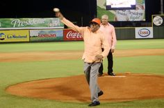 Toros del Este reconocen profesor Arturo Morales
