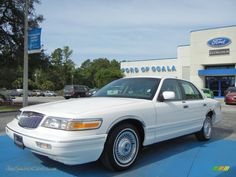 D. 1995 grand marquis | 1995 Grand Marquis GS - Vibrant White / Grey photo #1 Replaced: Nissan Sentra, Replaced by: Buick LeSabre