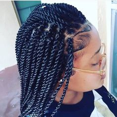 All styles of box braids to sublimate her hair afro On long box braids, everything is allowed! For fans of all kinds of buns, Afro braids in XXL bun bun work as well as the low glamorous bun Zoe Kravitz. Box Braids Hairstyles, My Hairstyle, African Hairstyles, Girl Hairstyles, Gorgeous Hairstyles, School Hairstyles, Hairstyles 2016, Senegalese Twist Hairstyles, Protective Hairstyles