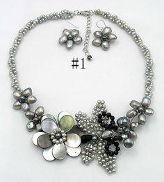 Hoi! Ik heb een geweldige listing gevonden op Etsy https://www.etsy.com/nl/listing/69860259/beadwork-necklacebib-necklacestatement