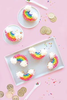 These donuts will bring a bit of joy and a bit of luck to the breakfast table this March. Decorate plain donuts with rainbows for St. Patrick's Day with this easy recipe. st patricks day party Make the Cutest Rainbow Donuts for St. Patrick's Day Rainbow Donut, Rainbow Food, Taste The Rainbow, Rainbow Cupcakes, Rainbow Treats, Kid Cupcakes, Donut Party, Snacks Für Party, Rainbow Birthday
