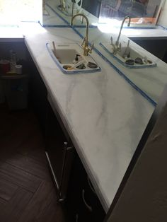 Want to know if you can paint over granite counter tops? I turned my ugly granite into gorgeous faux marble counters with just primer and paint. Painted Granite Countertops, Porcelain Countertops, Faux Granite, Painting Countertops, Laminate Countertops, Painting Cabinets, Kitchen Countertops, Granite Bathroom, New Kitchen Cabinets