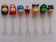Colherzinhas para doces decorados com biscuit tema Super-Heróis.