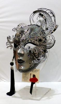 """""""Riccio"""" Paper and metal mask-pin it from carden"""