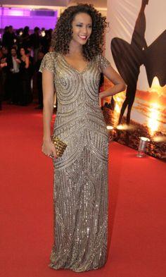 Taís Araújo ficou deslumbrante, usando um vestido todinho bordado Daslu